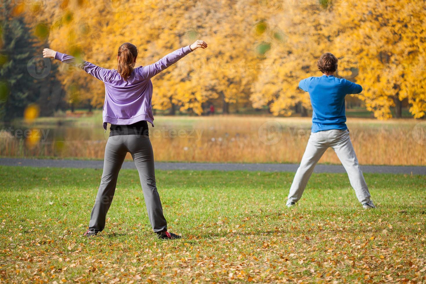 fysiska träningar utomhus foto