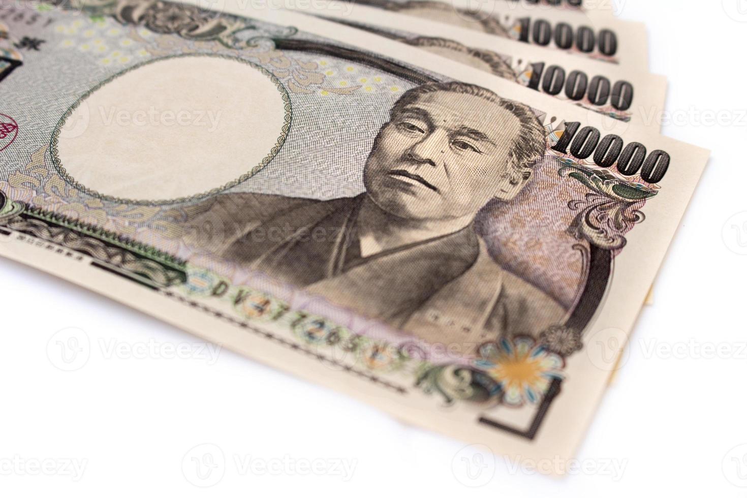 isolerade japanska bankpengar på vit skärm foto