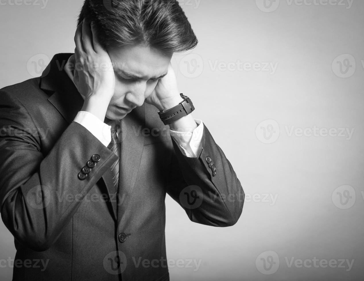 stressad ung affärsman foto