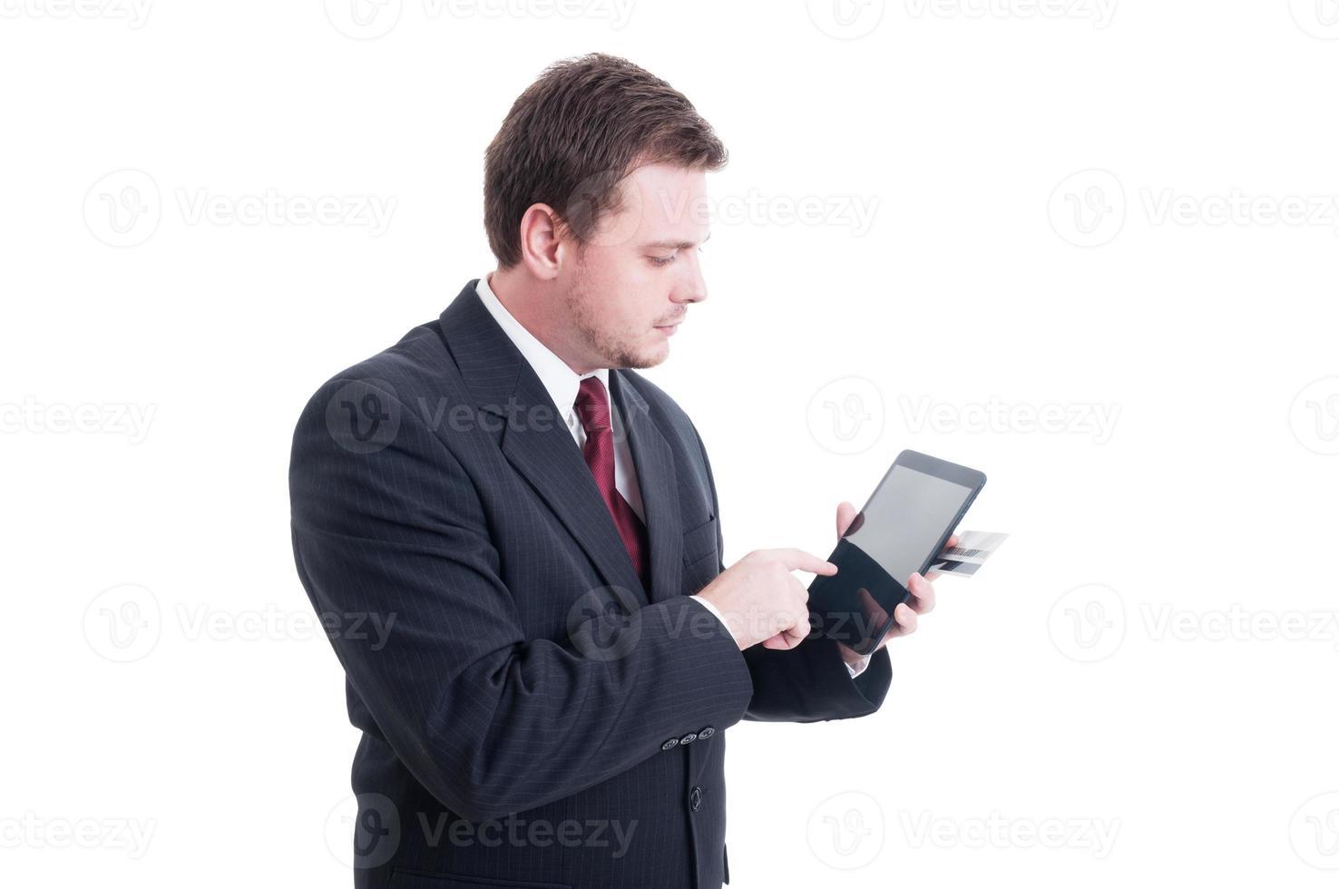 e-handel, e-bankkoncept med affärsman som håller surfplattan och foto