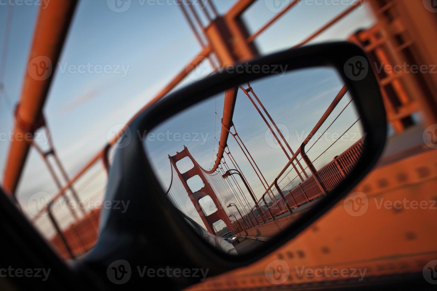 reflekterade gyllene porten foto