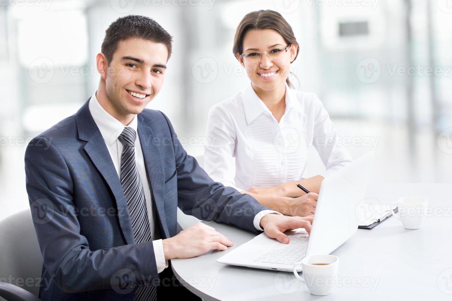 affärsmän som arbetar foto