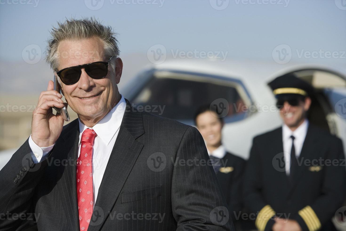 affärsman på flygplatsen foto
