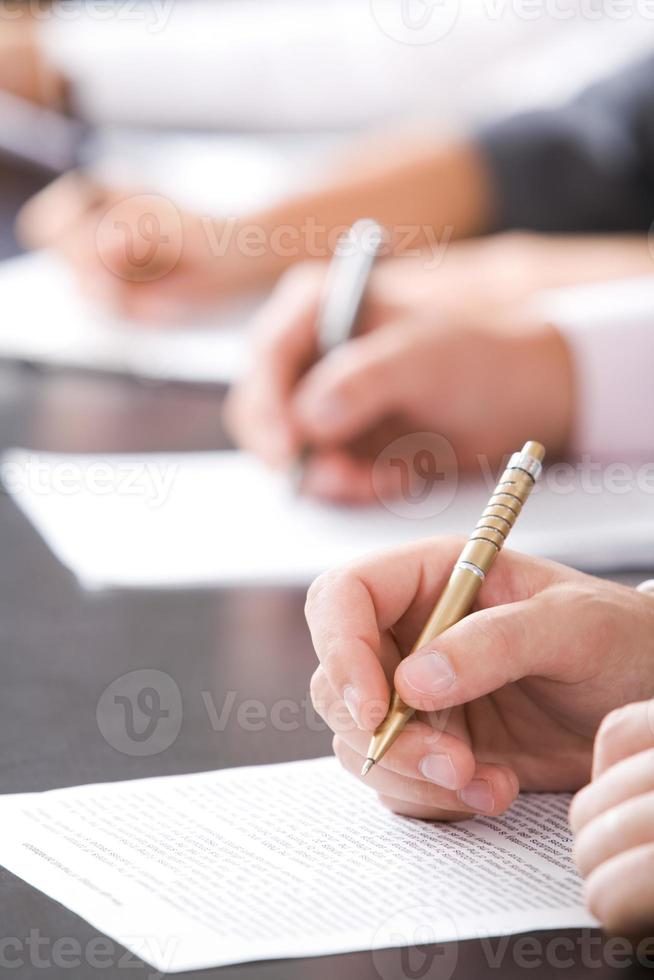 underteckna kontrakt foto