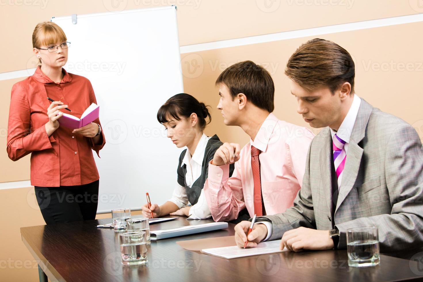 samråd med lärare foto