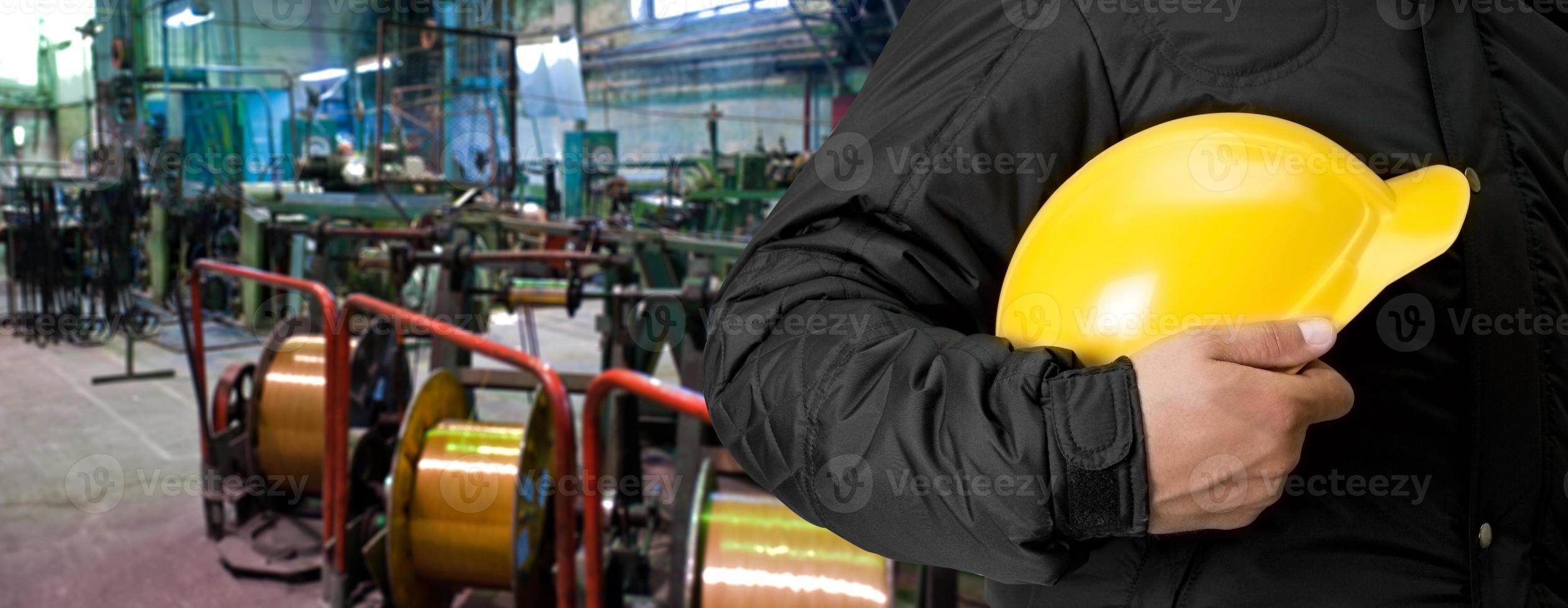 arbetare med skyddshjälm foto