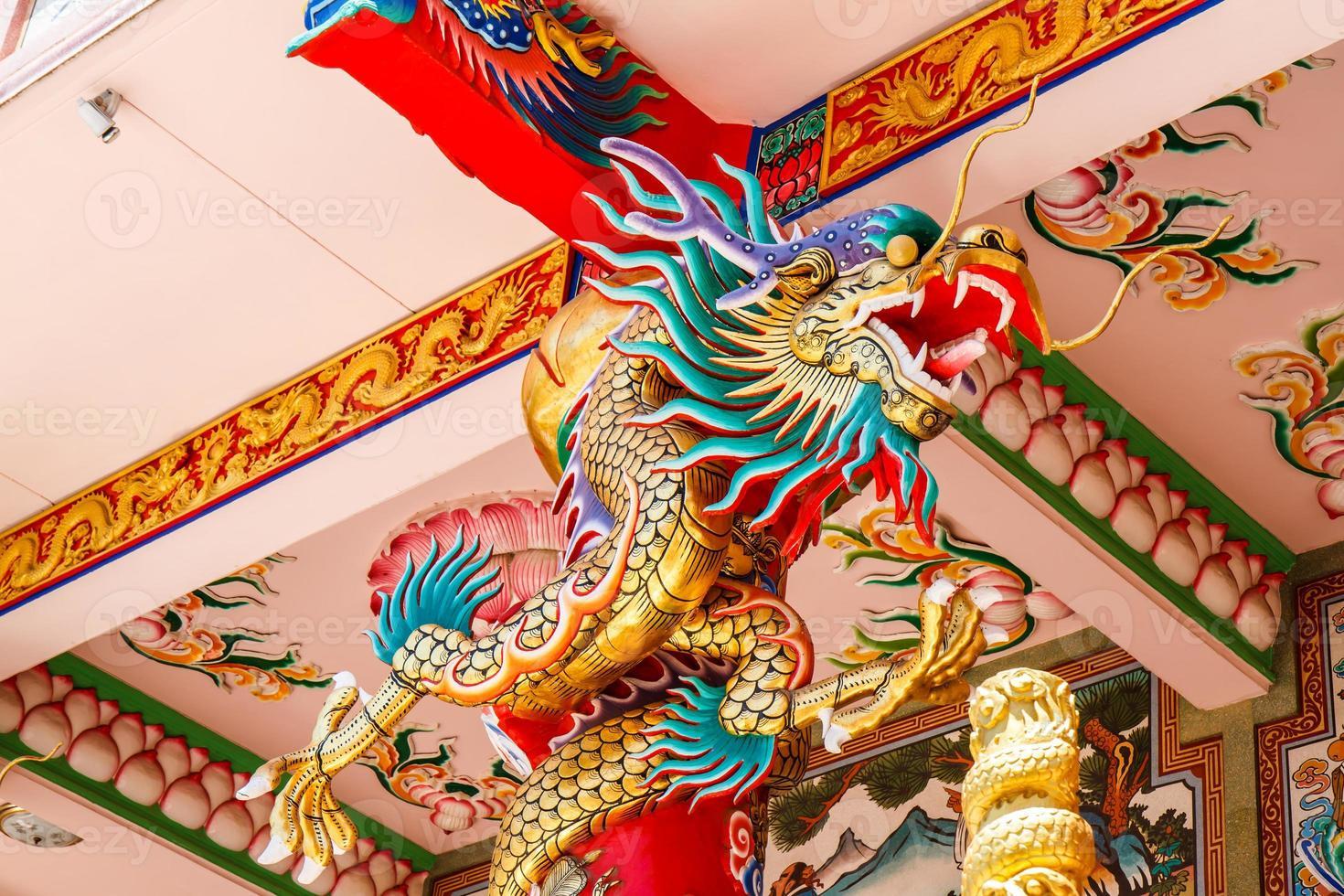 drakar i kinesiskt tempel foto