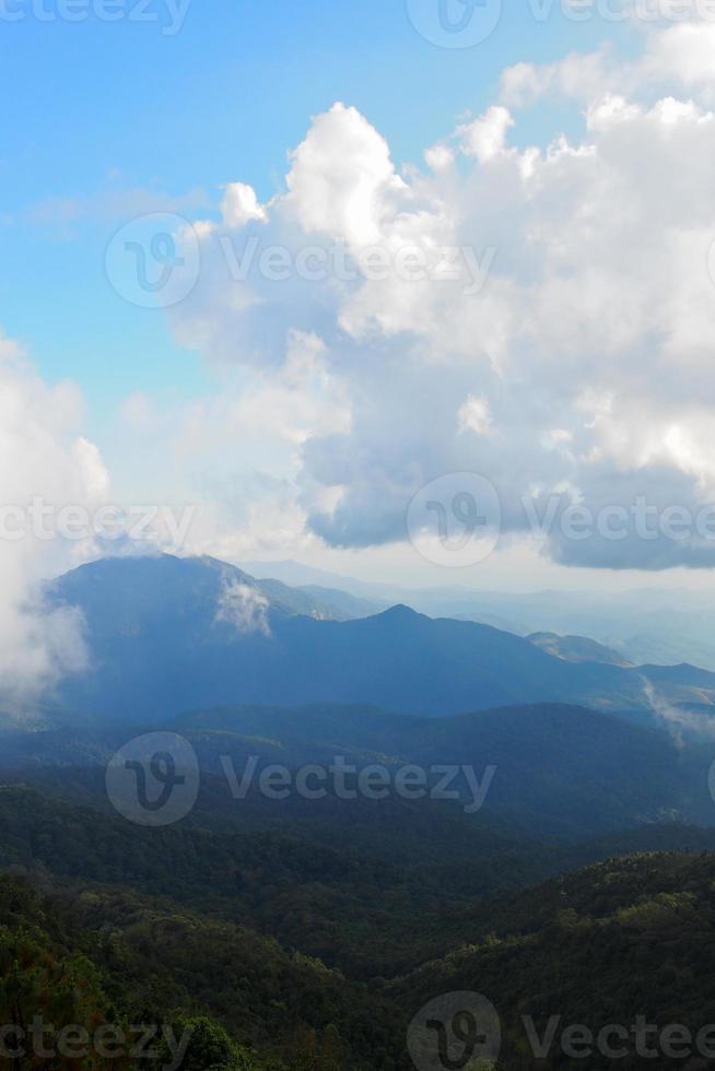 landskap av berget. utsikt från doi inthanon, Chiangmai, Thailand foto