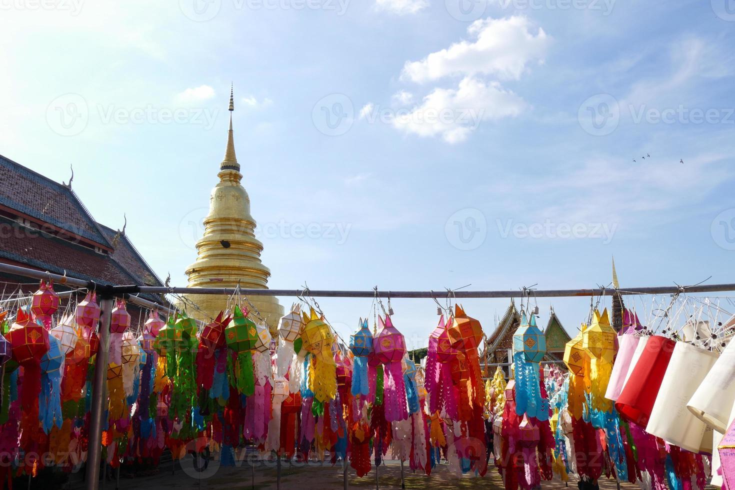färgglad pappers lykta dekoration för yeepeng festival foto