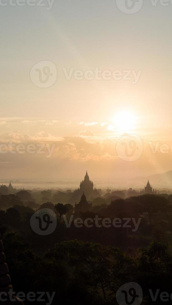soluppgång över bagan, myanmar foto