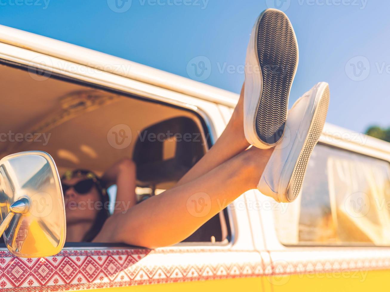 dag drömmer i bilen. foto