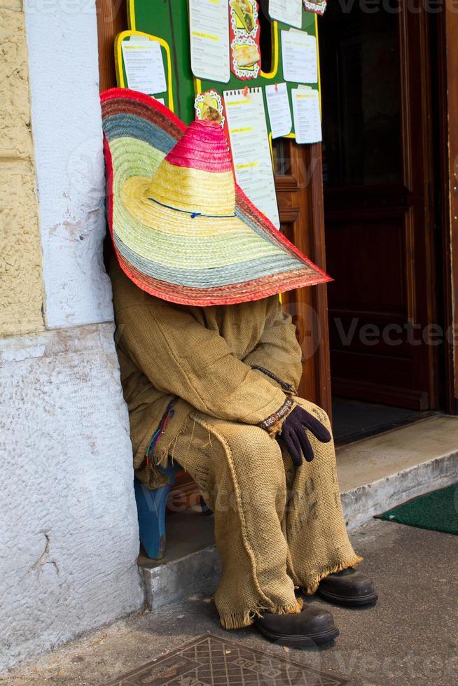 sovande mexikansk docka foto