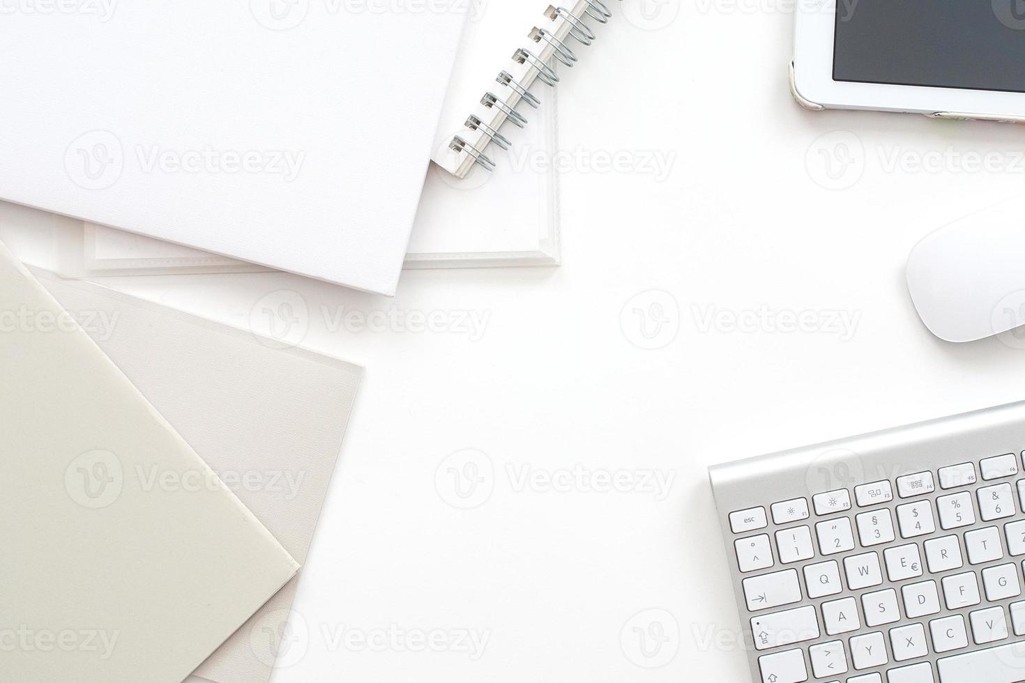 modernt kontorsarbetsyta - professionellt skrivbord från ovan foto