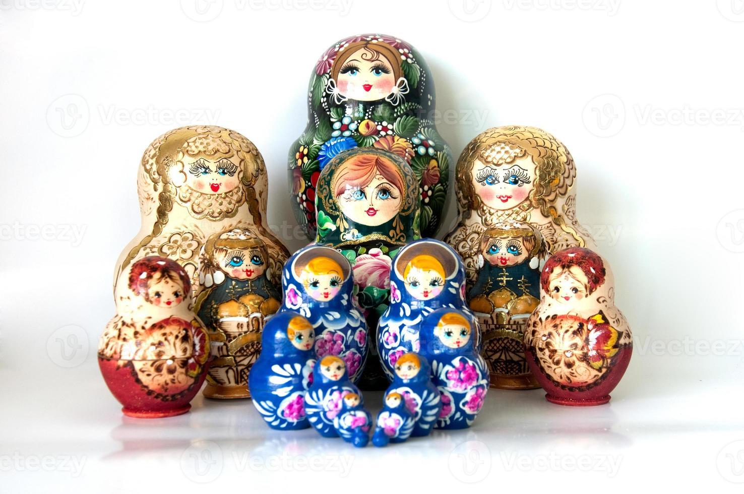 familj av ryska kapslade dockor foto