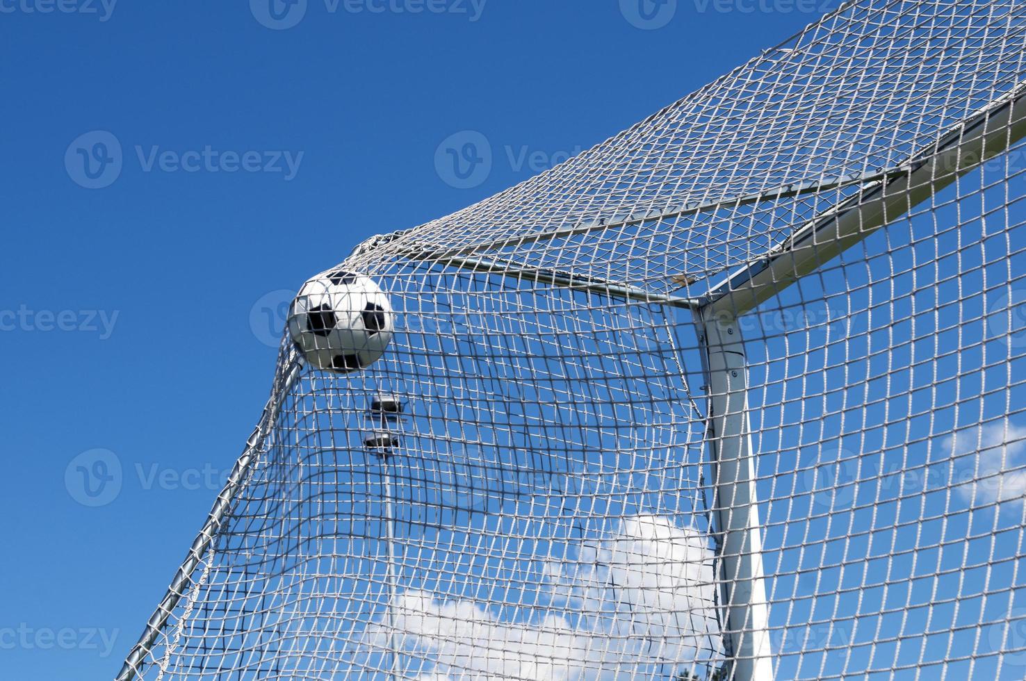 fotboll gör ett fantastiskt mål foto