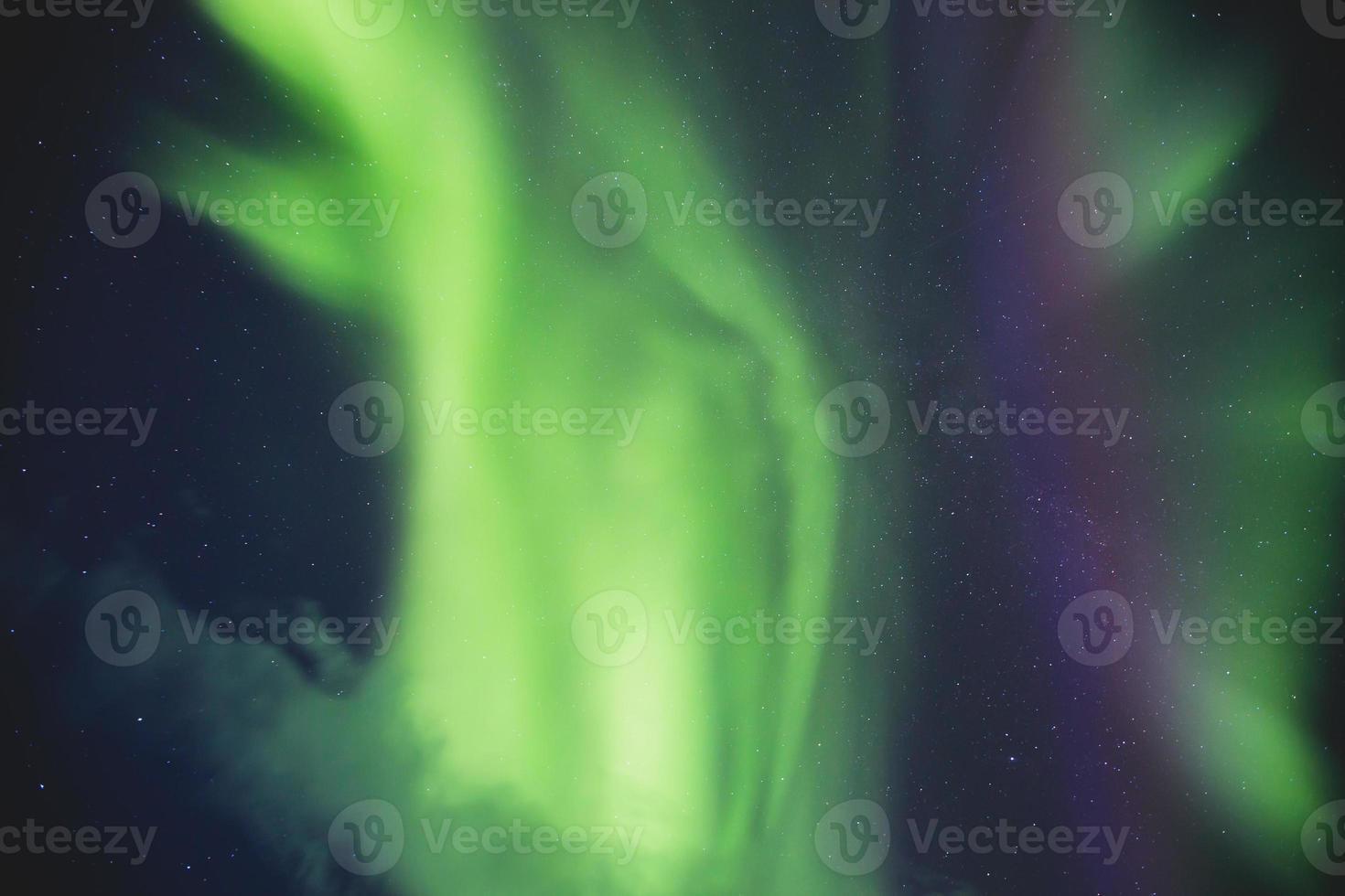 massiv levande aurora borealism norrsken i norge, lofoten öar foto