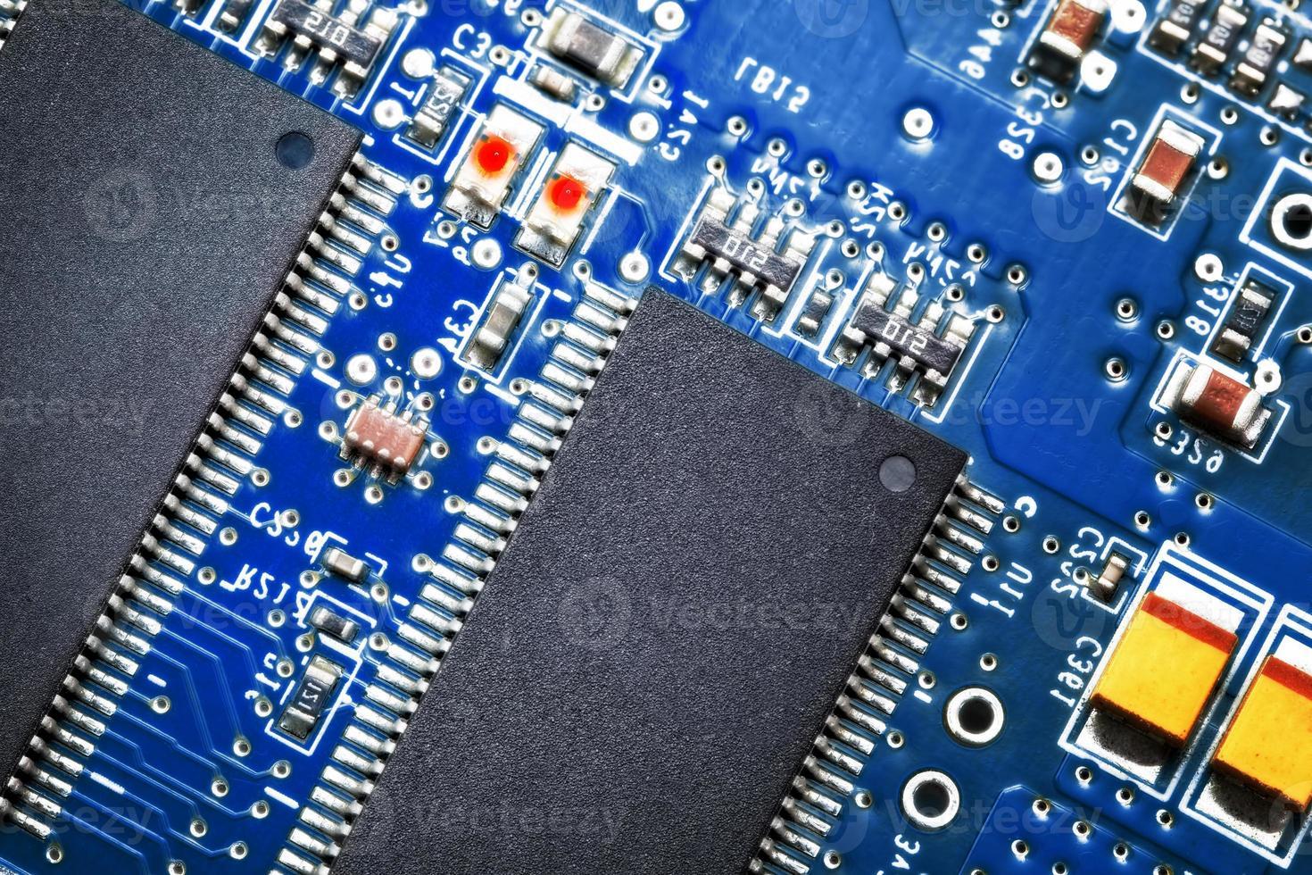 närbild av elektroniskt kretskort. makro. foto