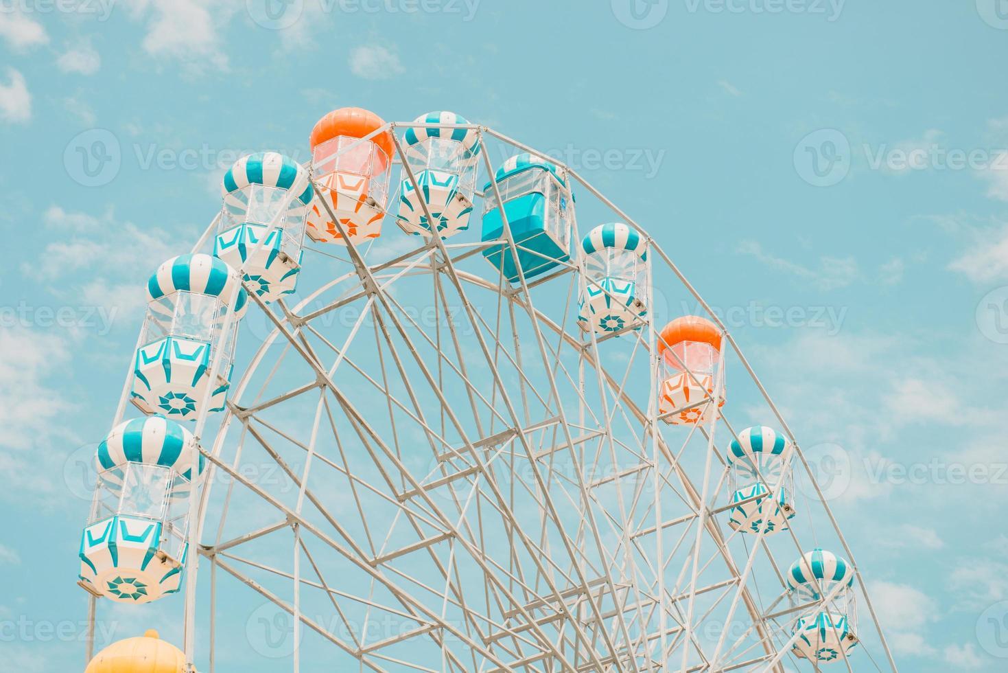 pariserhjul med blå himmel foto