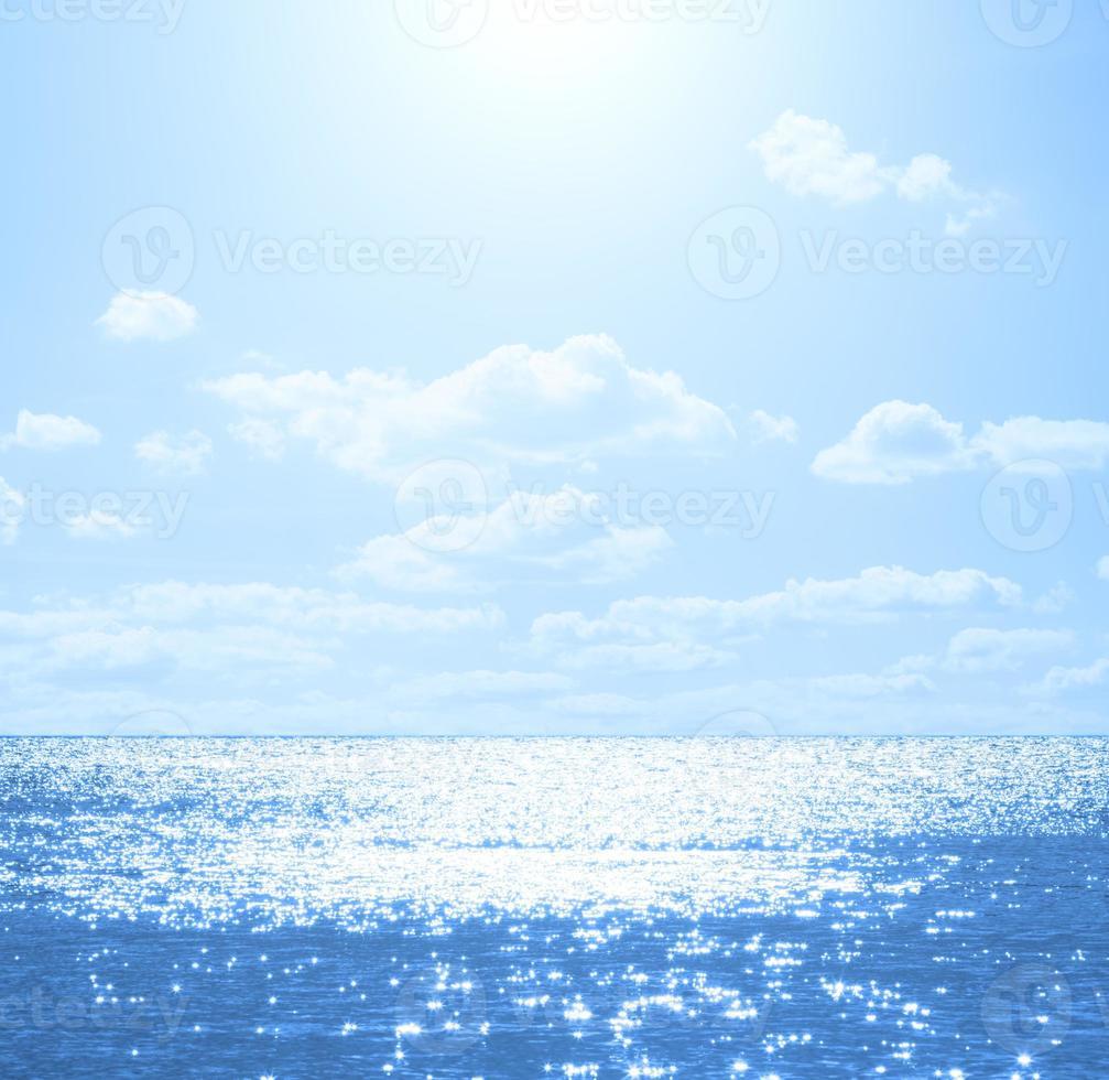 njuter av havet / havet. foto