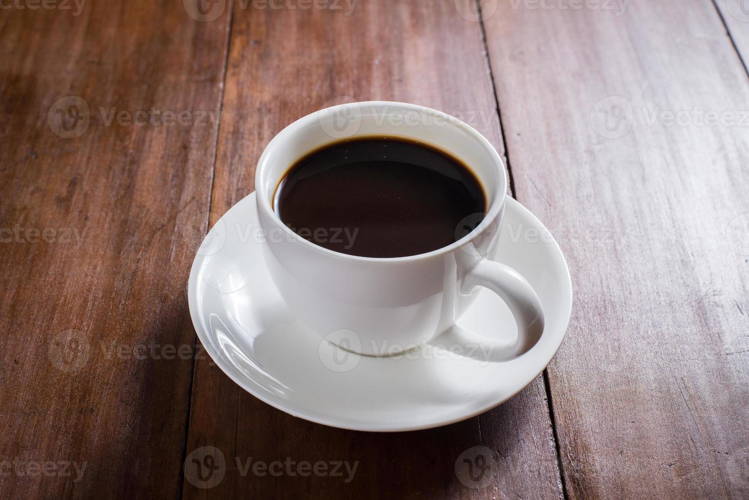 kaffekopp på träbakgrund foto