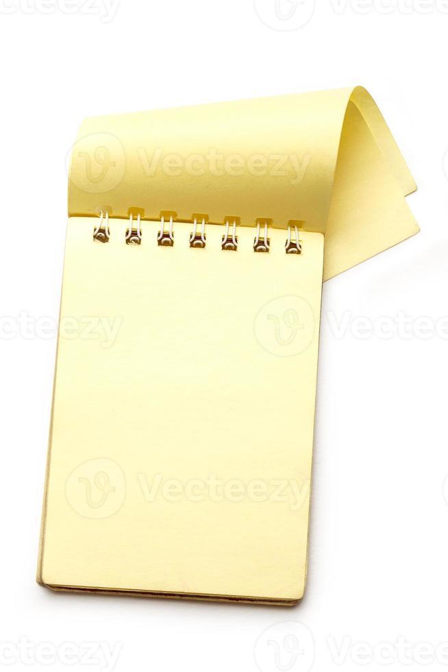 gult tomt anteckningsblock med öppen sida foto