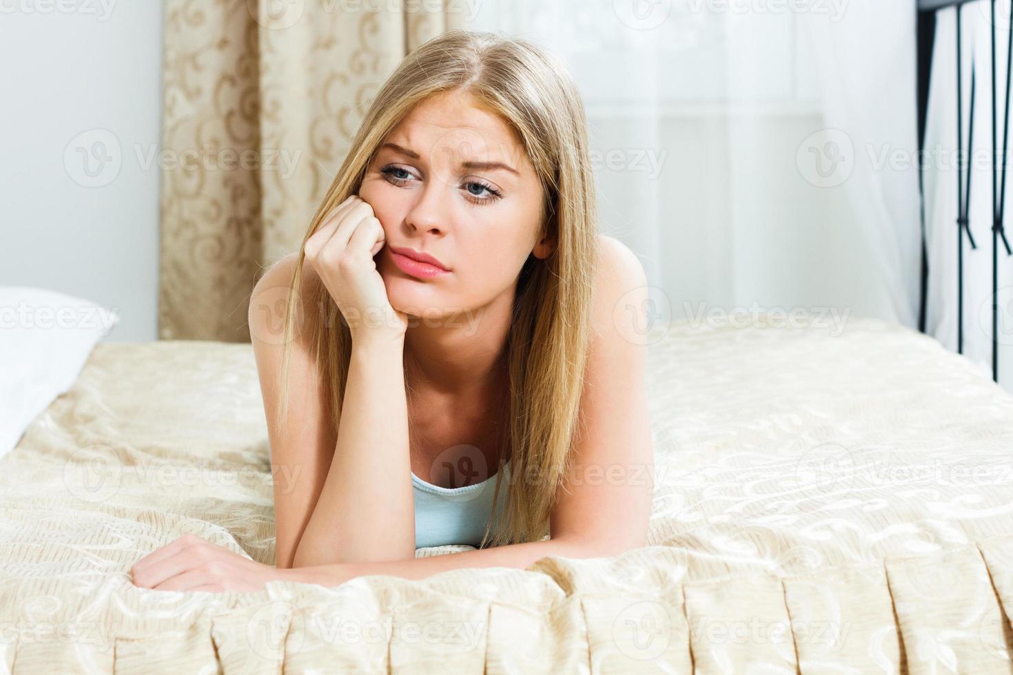 sorglig kvinna foto