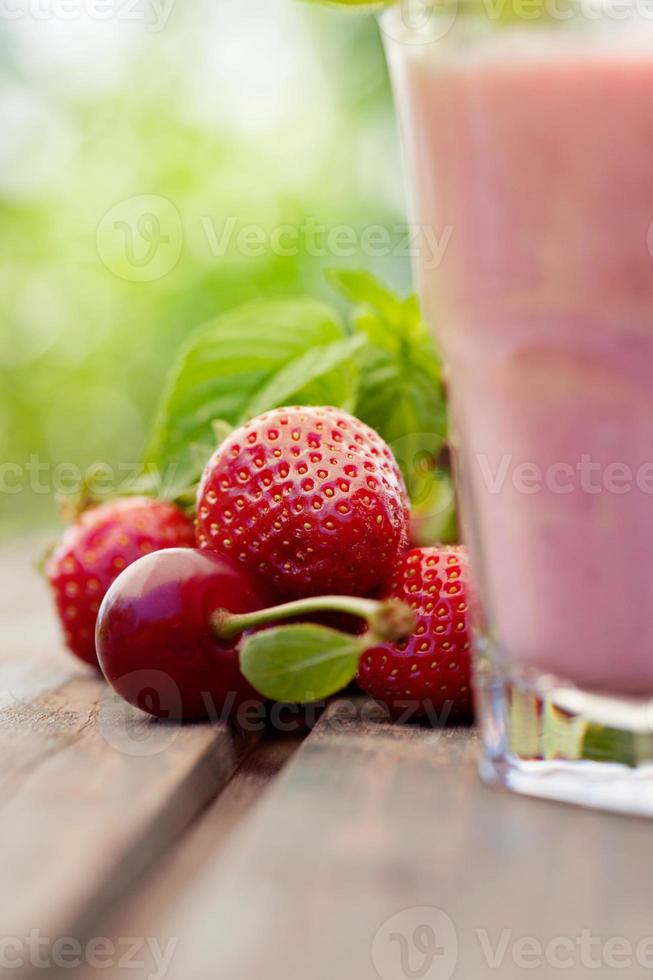 jordgubbig fruktdryck foto