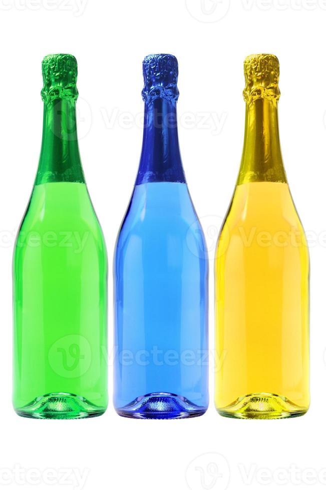 tre flaskor kolsyrade drycker foto