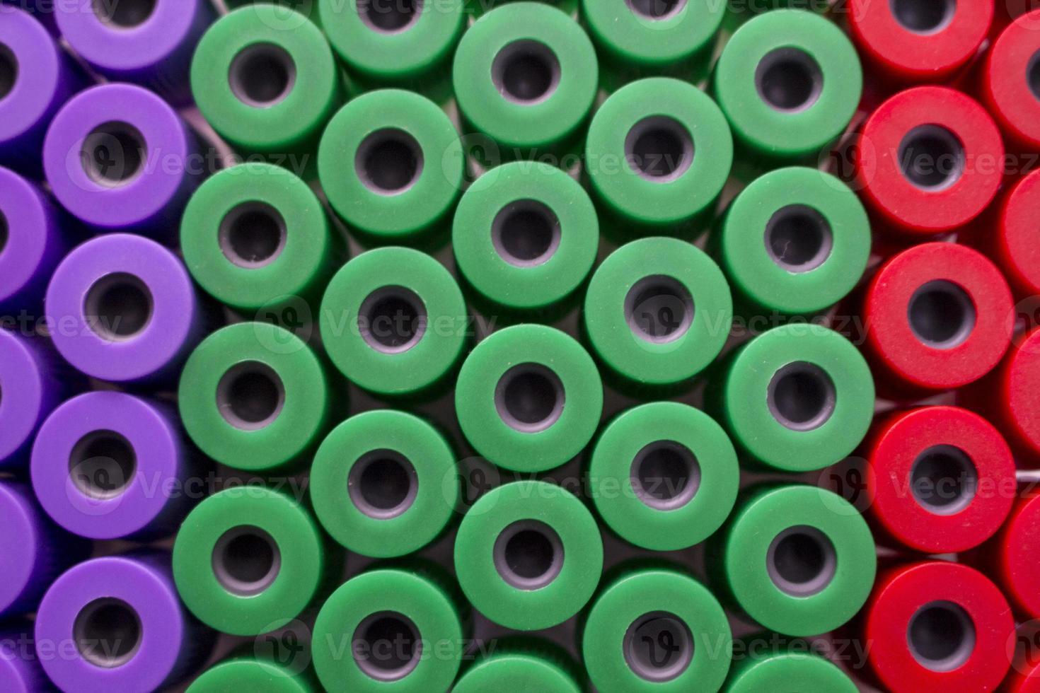 mikrobiologisk pipett i den genetiska laboratoriefärgen foto