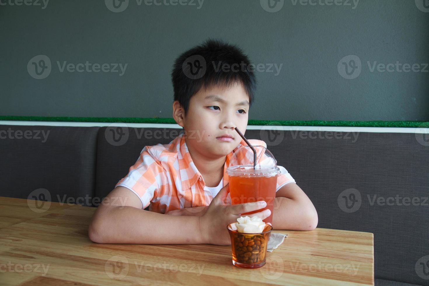 pojke drink foto