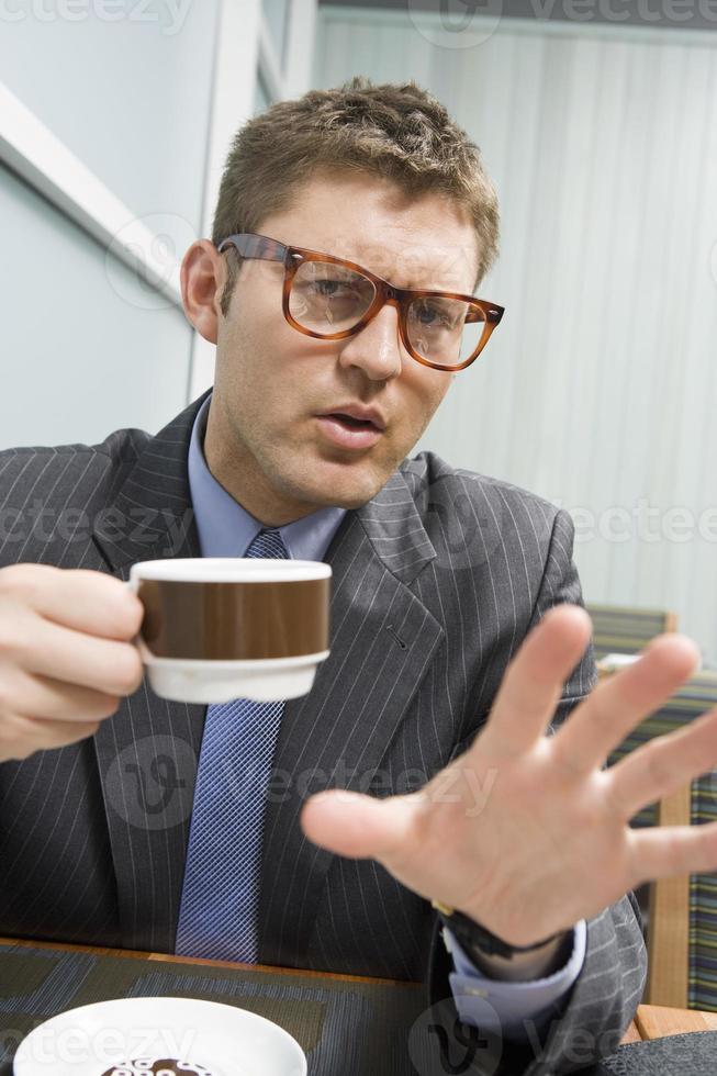 affärsman som dricker kaffe foto