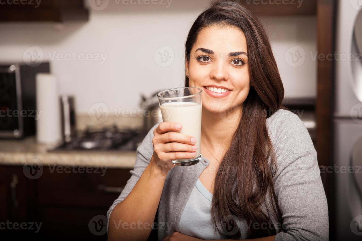 jag älskar att dricka mjölk foto