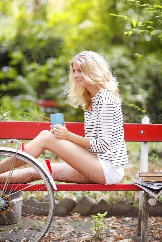 attraktiv ung kvinna foto