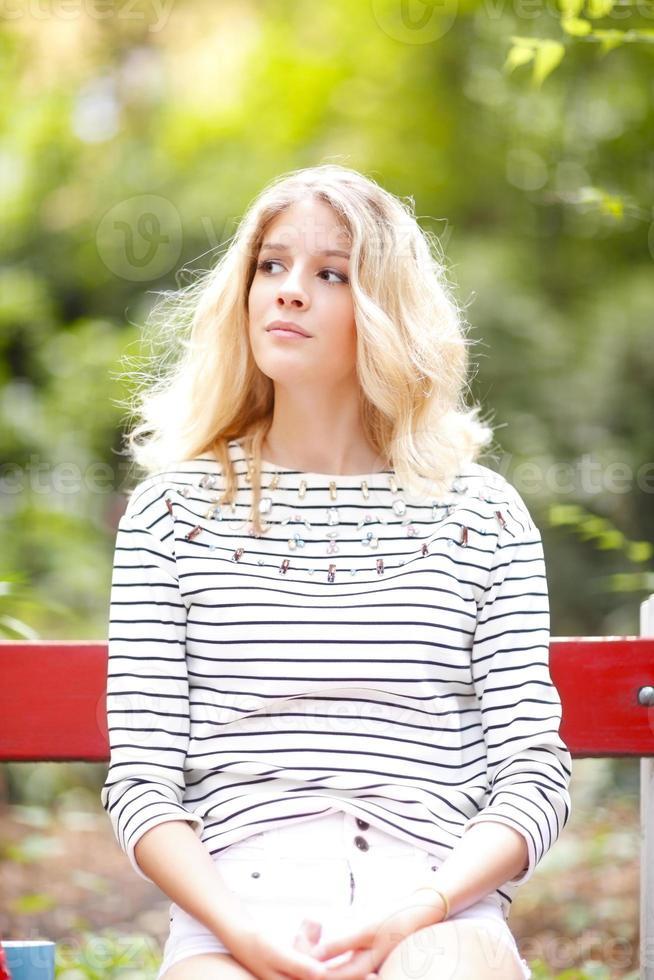 vacker ung kvinna foto