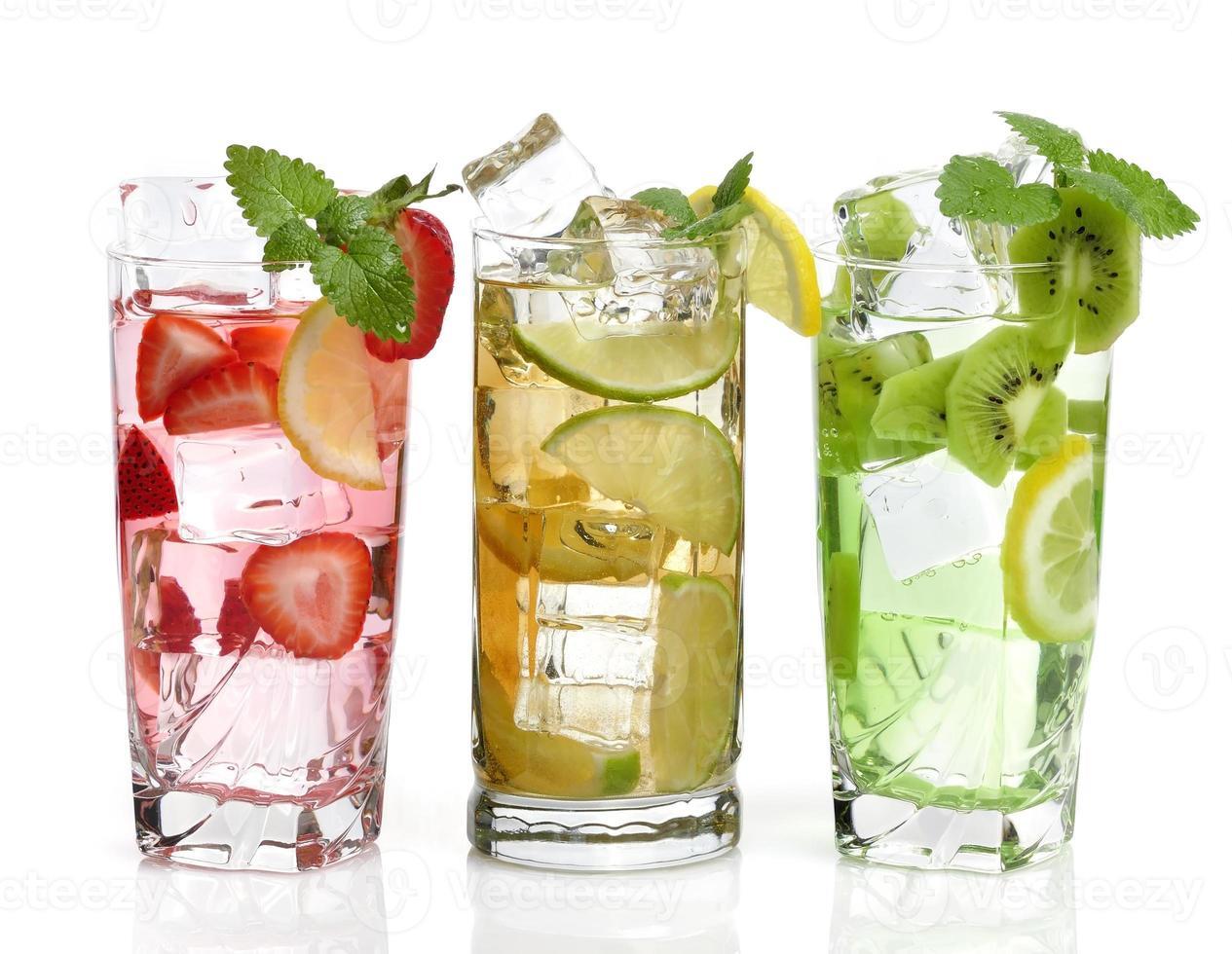 kalla drycker med frukt foto
