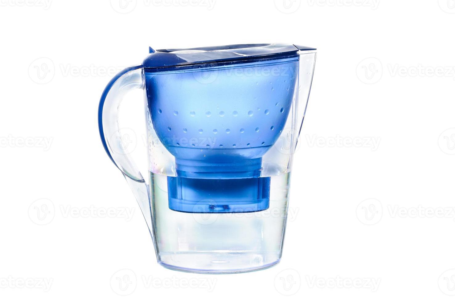 färskt filtrerat vatten för dryck foto