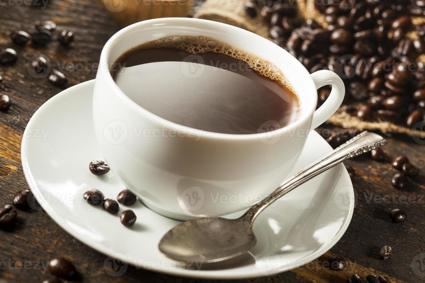 varm hemlagad svart kaffedrink foto