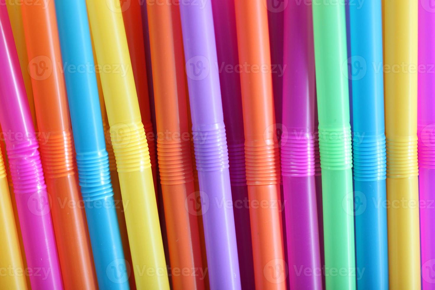 färgglada dricka sugrör. foto