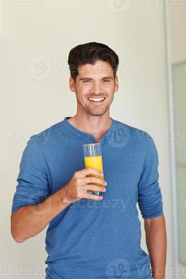 dricker till sin hälsa! foto