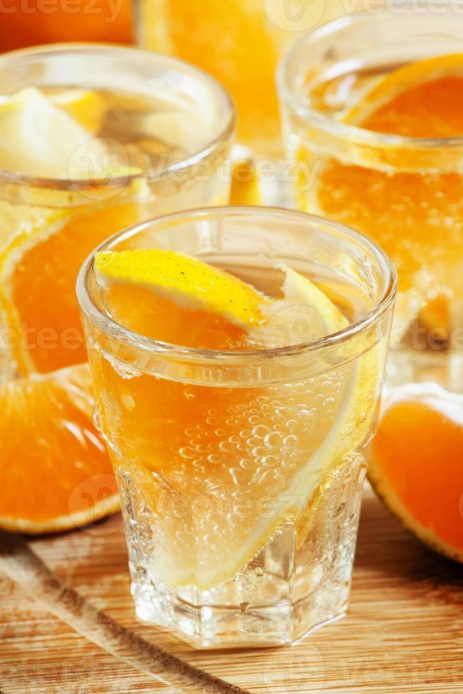mandarin och citron dricka läsk foto