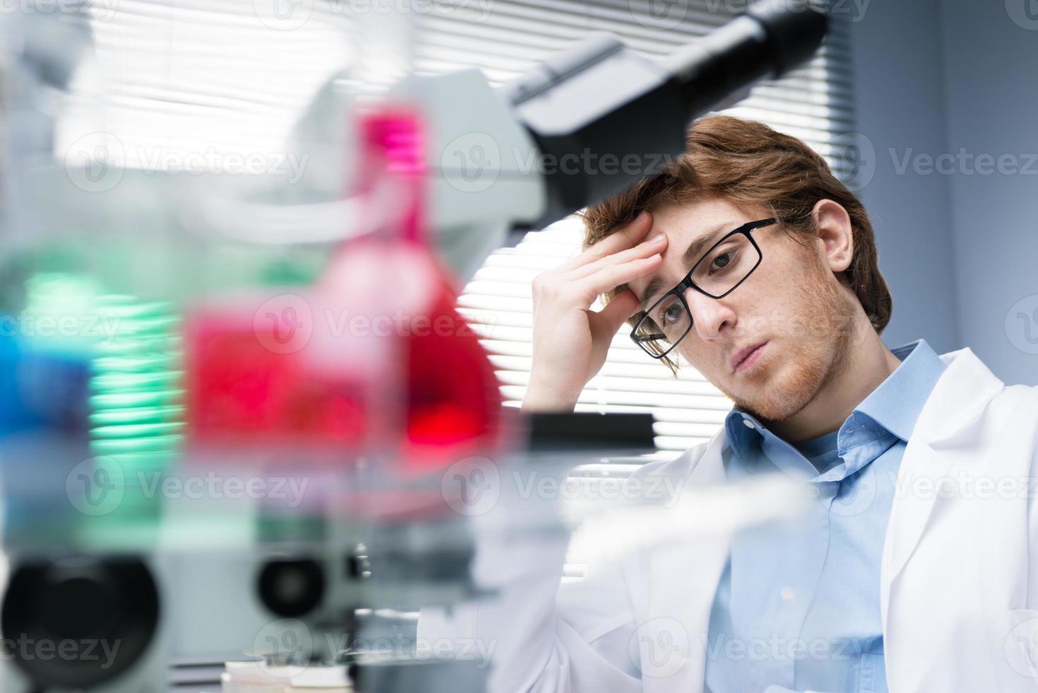 forskare på jobbet foto