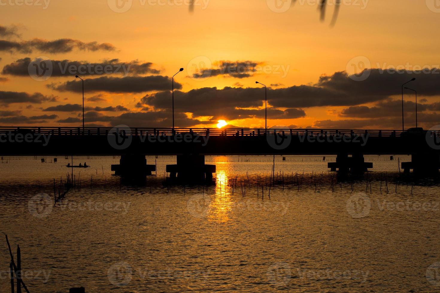 tinsulanonda bridge foto
