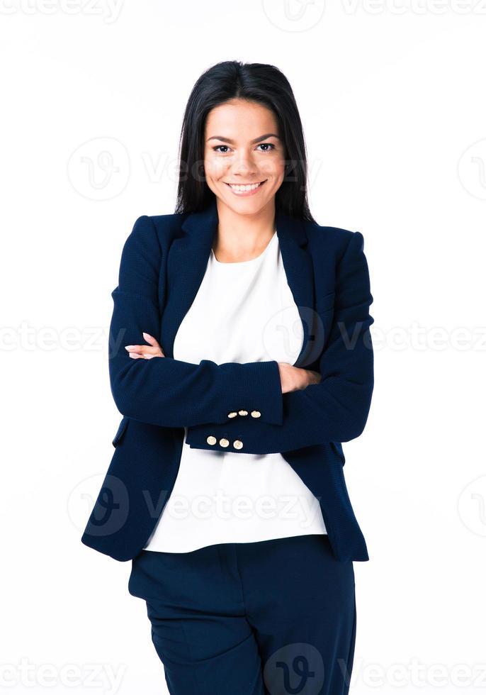 glad affärskvinna med vikta armar foto