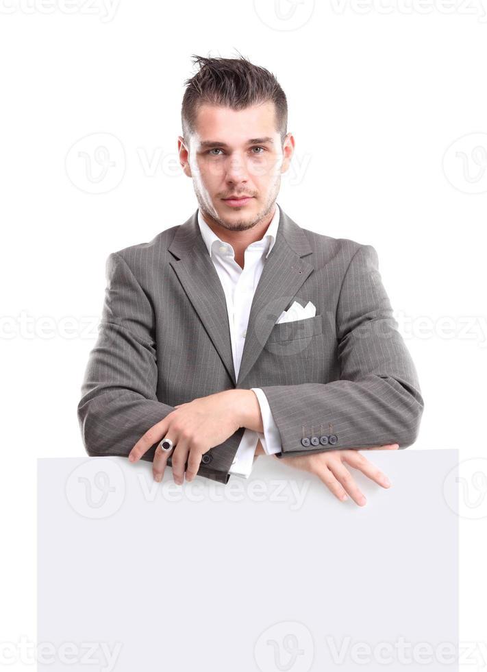 lycklig affärsman som presenterar med kopieringsutrymme för din text foto