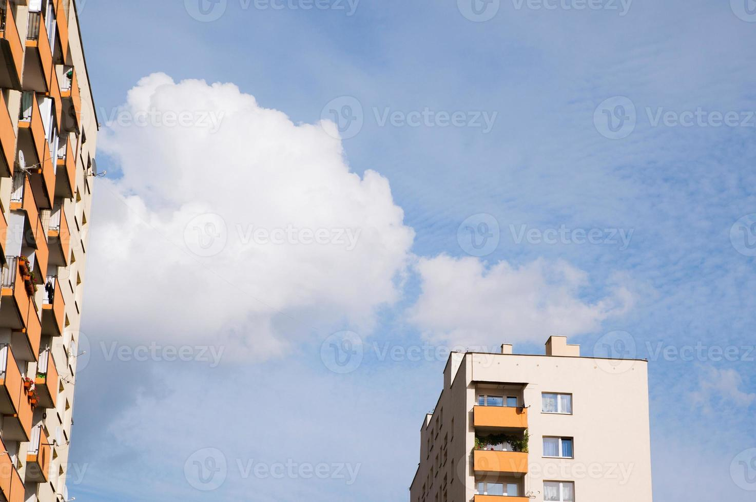 nya bostadshus med kopieringsutrymme foto