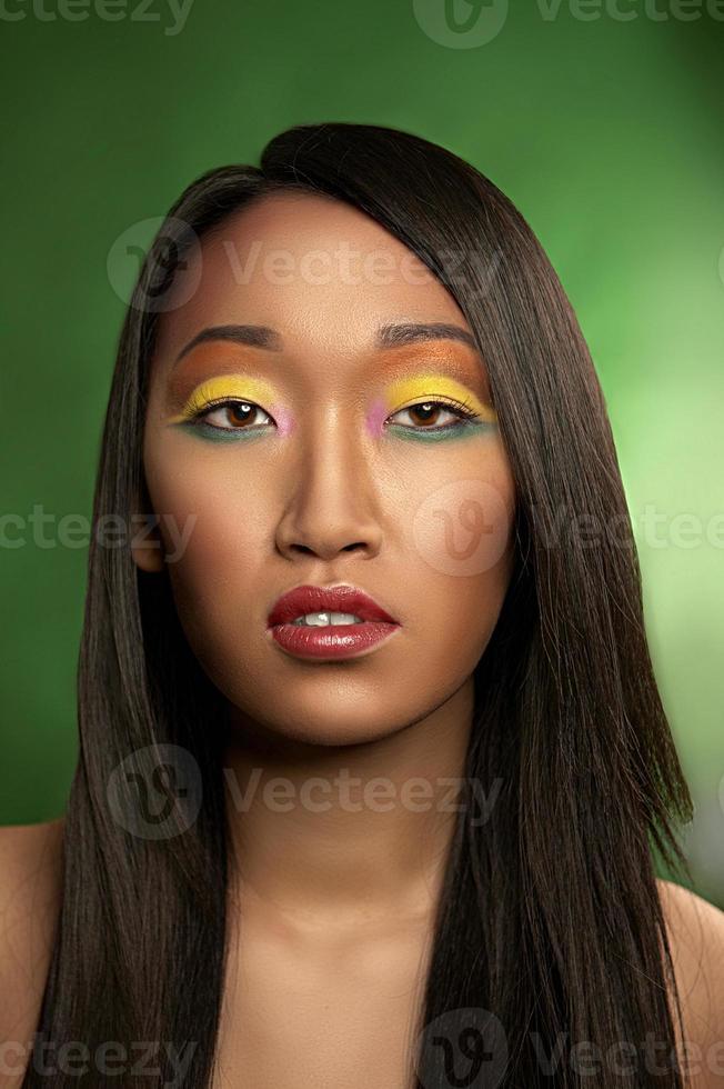 porträtt av vacker kvinna foto