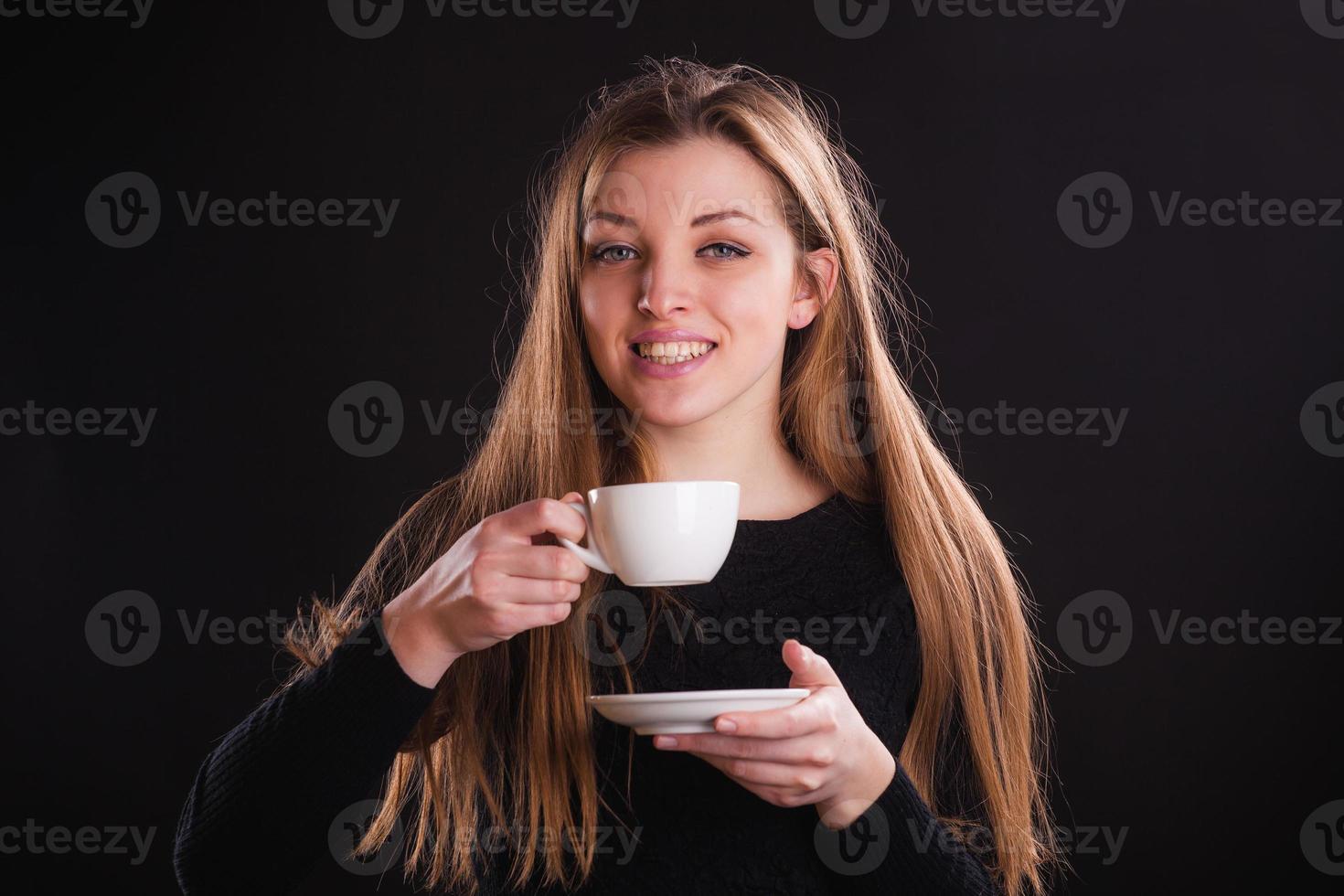 kvinna med kopp foto
