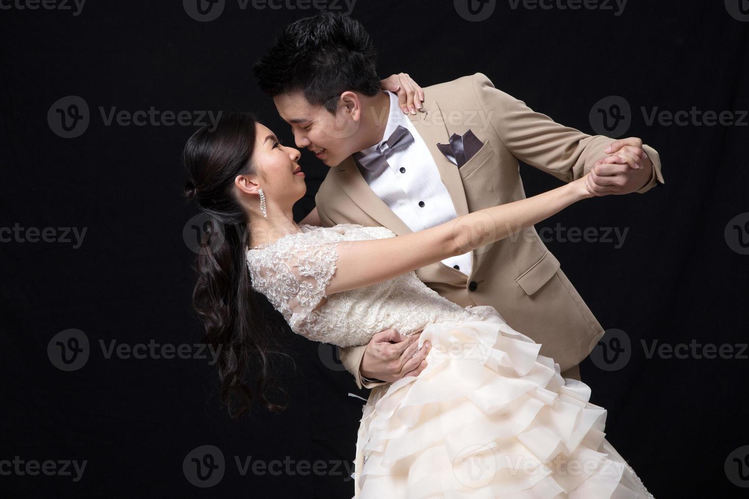 asiatiska brud och brudgum bröllop foto