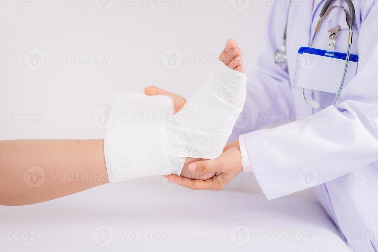 bandage fot foto