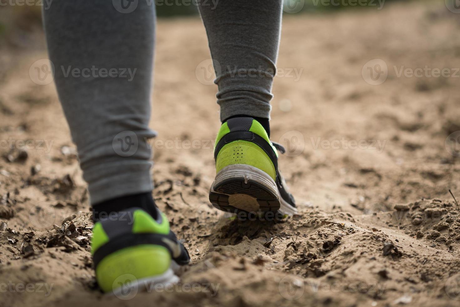 närbild av löparens ben foto